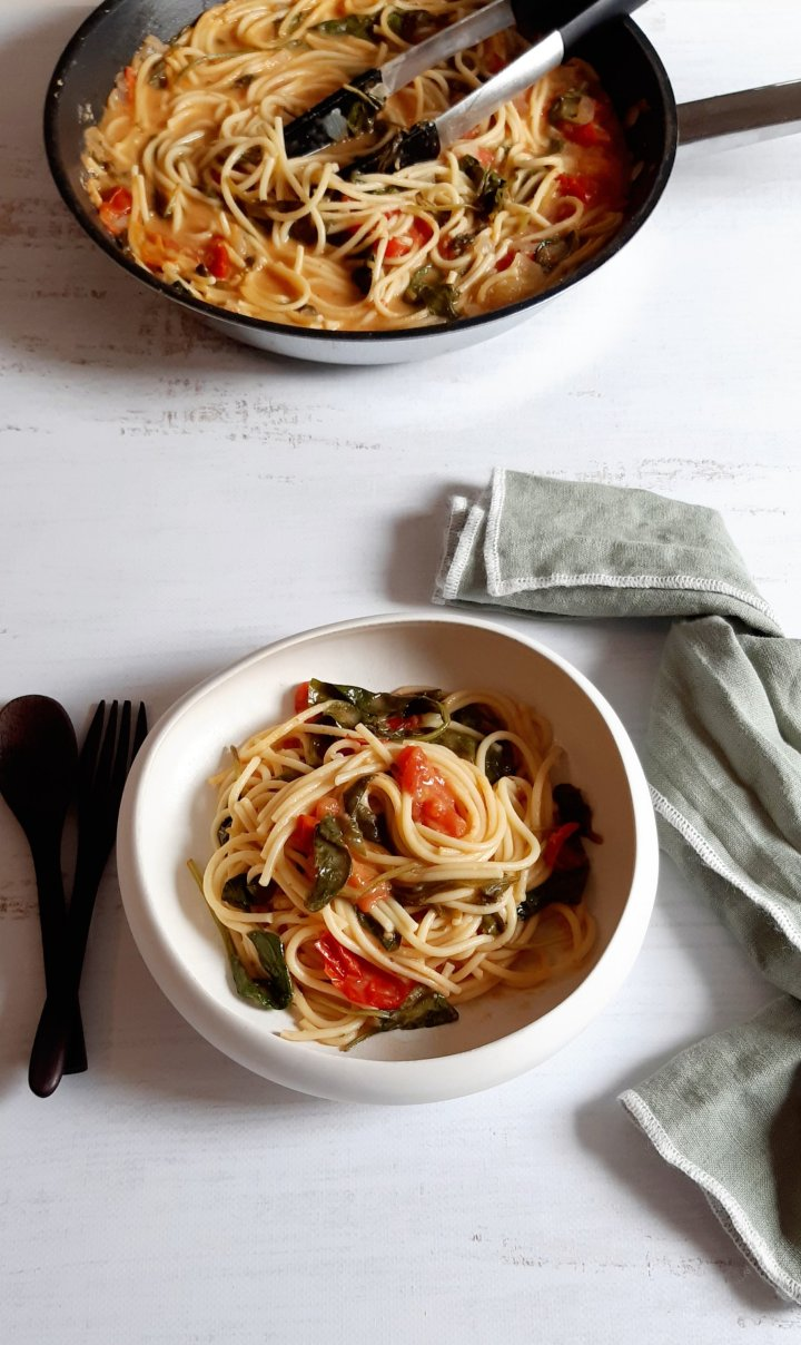 One-Pot Pasta : hummus etépinards